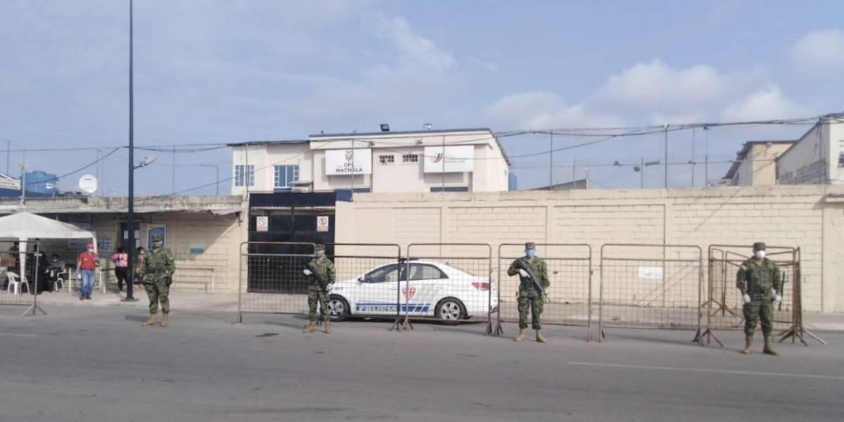 Cinco reos de la cárcel de Machala escaparon; tres fueron recapturados y dos son buscados