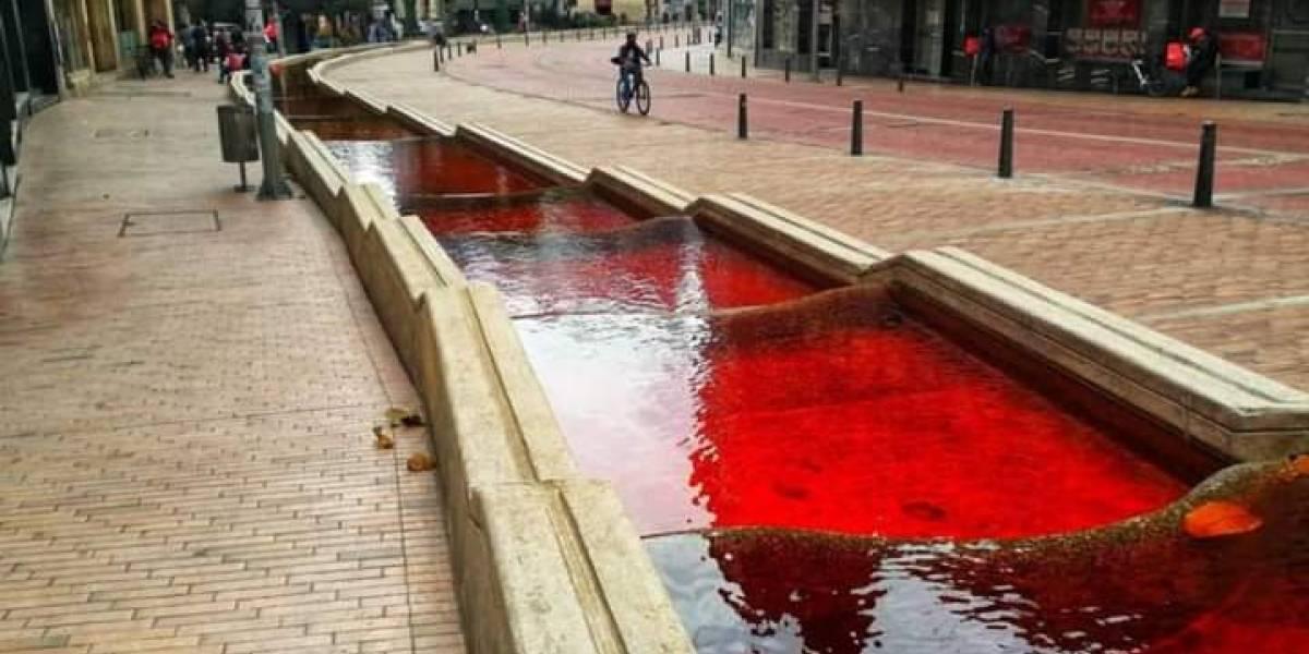 ¿Por qué el Eje Ambiental amaneció teñido de rojo?