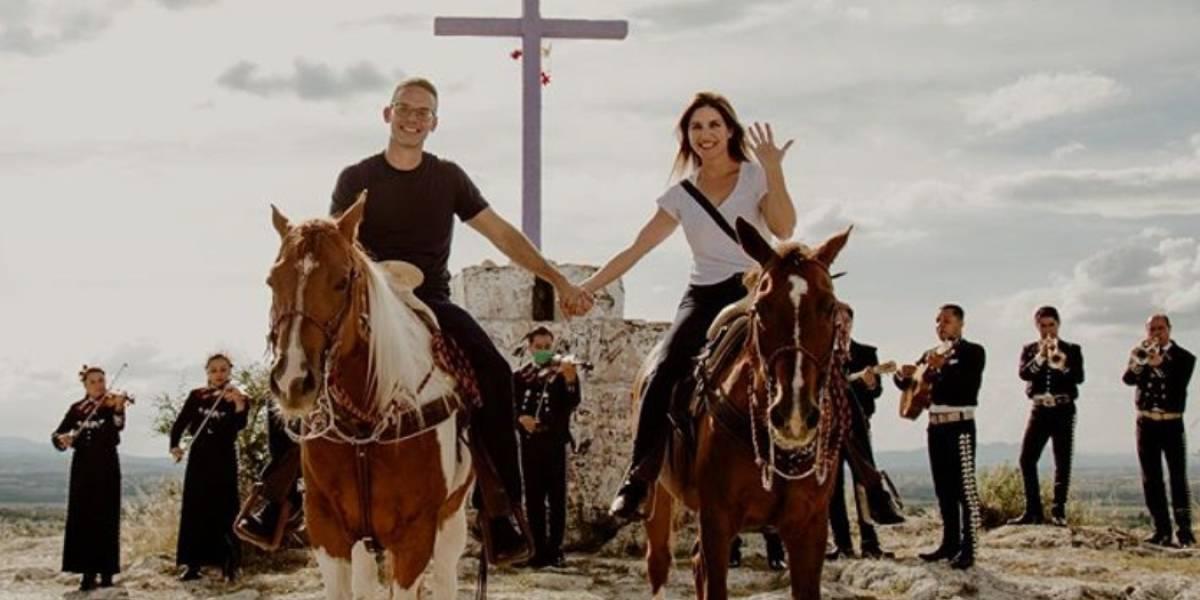 Sorprenden a Katiria Soto con anillo de compromiso en medio de un paseo a caballo