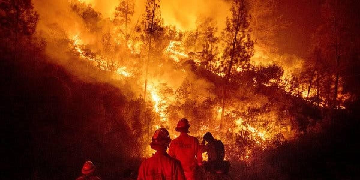 """Satélite atmosférico captó una enorme """"nube de fuego"""" sobre el cielo de California que sigue siendo azotado por los incendios"""