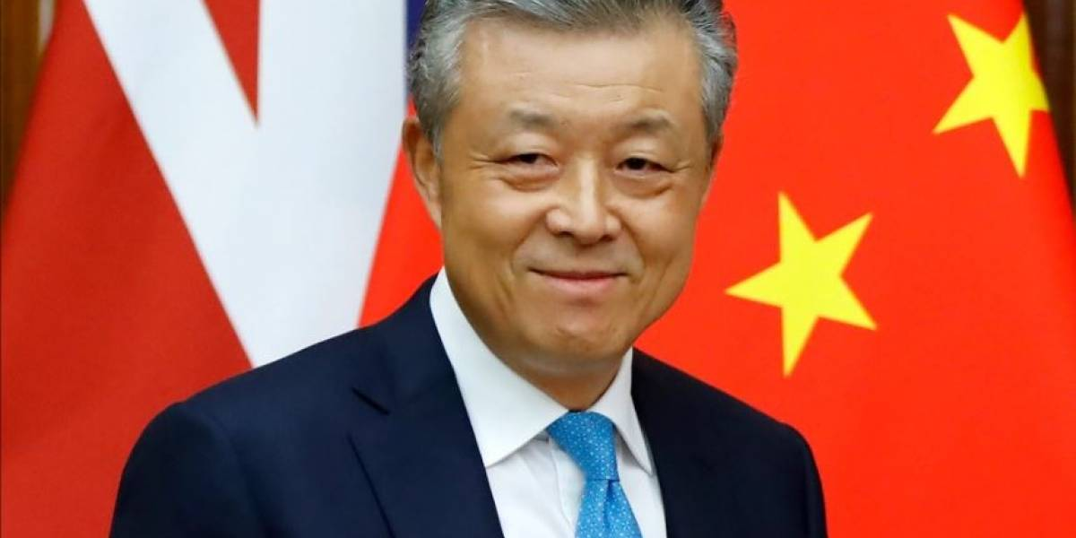 Embaixador da China no Reino Unido curte tweet pornográfico em sua conta oficial