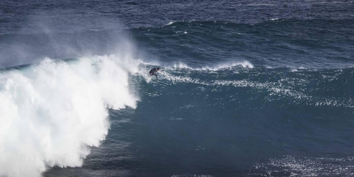 Mujer con coronavirus fue sorprendida surfeando y no podían sacarla del agua