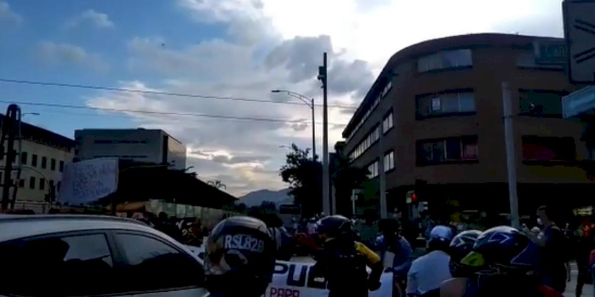 Se registran manifestaciones en Medellín en rechazo a la muerte del abogado y al actuar de los policías