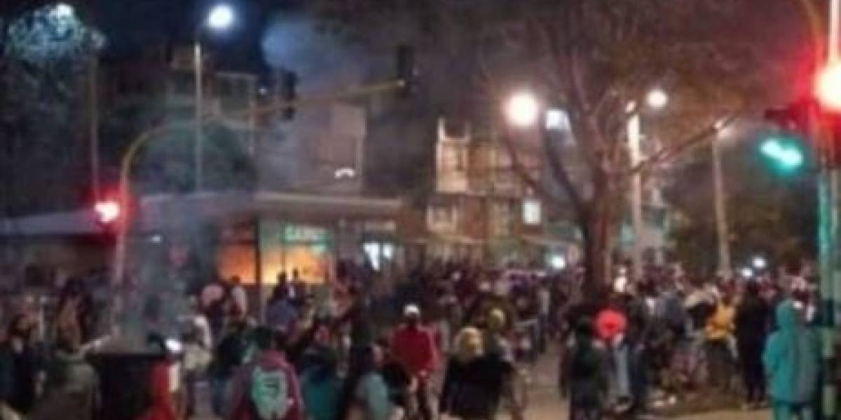 Policías amenazan a periodista gráfico de Publimetro en medio de protestas en Bogotá