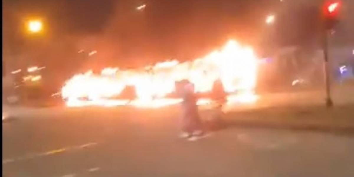 ¡Atención! Manifestantes queman bus de TransMilenio en Bosa