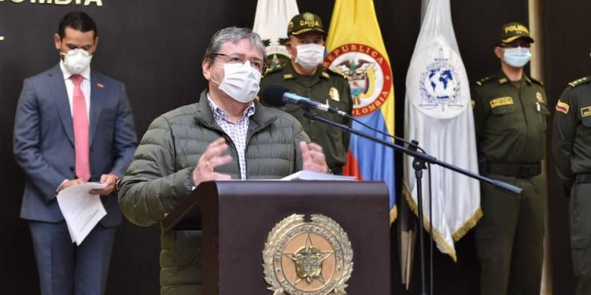 VIDEO: La tremenda pregunta de periodista al MinDefensa en plena rueda de prensa