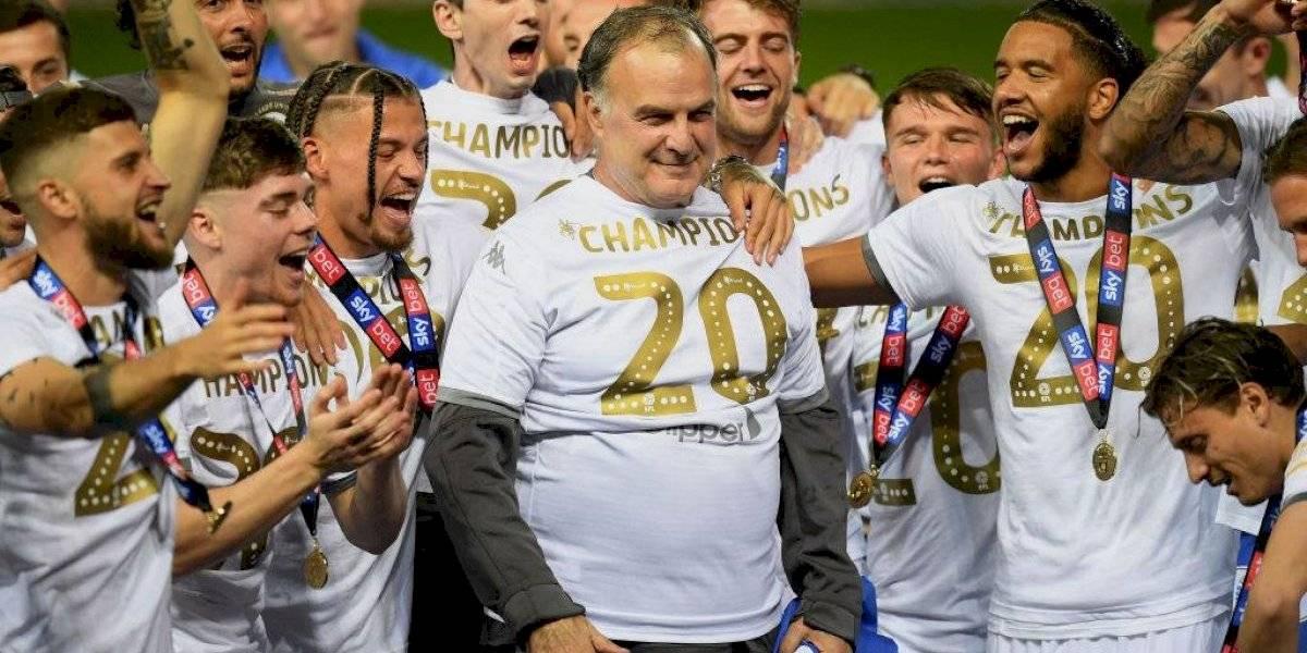 """Bielsa anunció que sigue en Leeds... a 48 horas de su debut ante Liverpool: """"Me preocupo cuando no estoy asustado"""""""