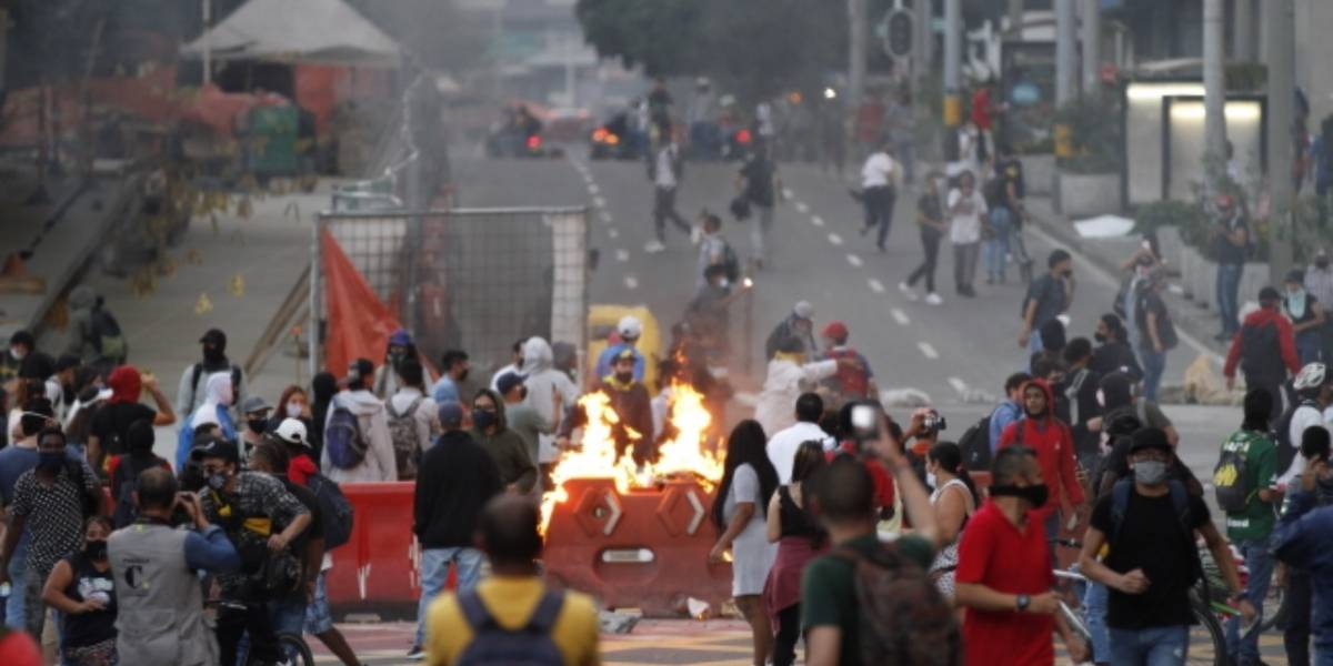 Tercer día de protestas en Bogotá en contra de la Policía