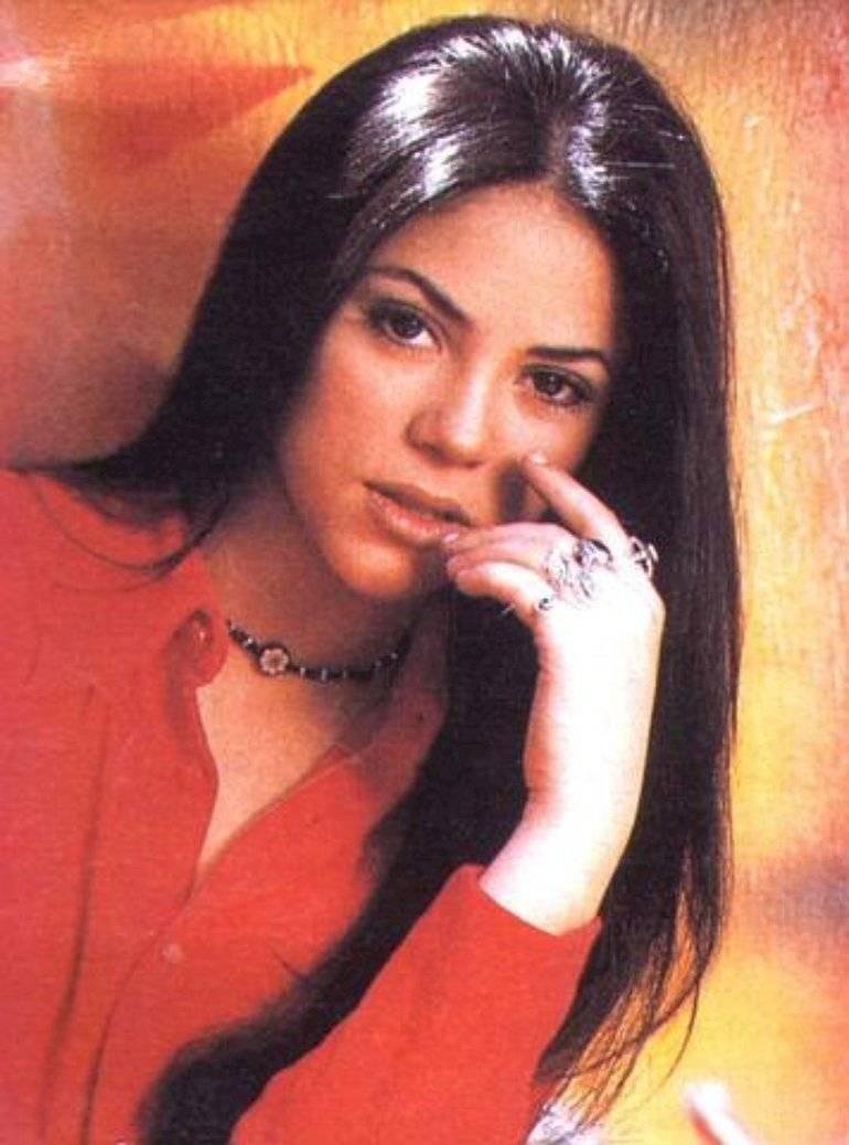 Shakira inició su carrera con un lacio y hermoso cabello negro.