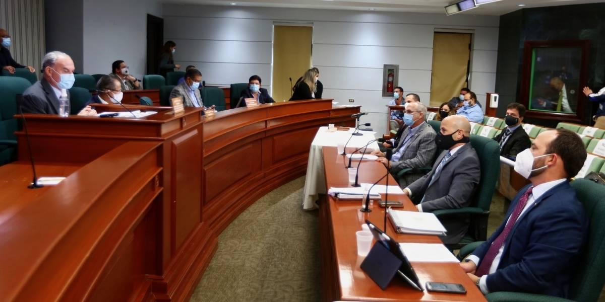 Investigan garantías sobre derechos de empleados AEE tras acuerdo con LUMA Energy