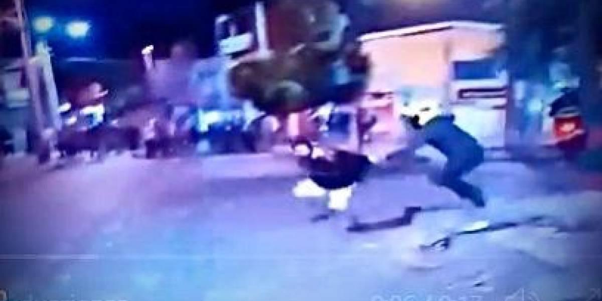 VIDEO: Detenido se le voló a policía en vivo y en directo en pleno noticiero