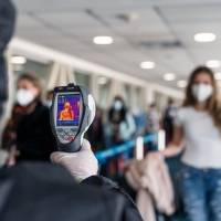 ¿Cuál es el protocolo para pasajeros que arriban a Ecuador desde el exterior?