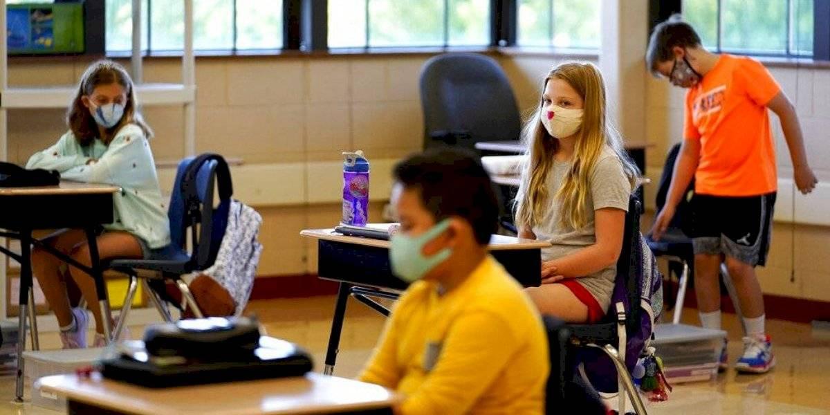 Estados Unidos: raza influye en qué escuelas ofrecen clases en persona