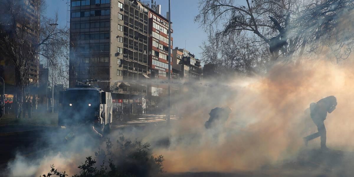 Plaza Italia: Carabineros usa carros lanzaaguas en nueva conmemoración del 11 de septiembre