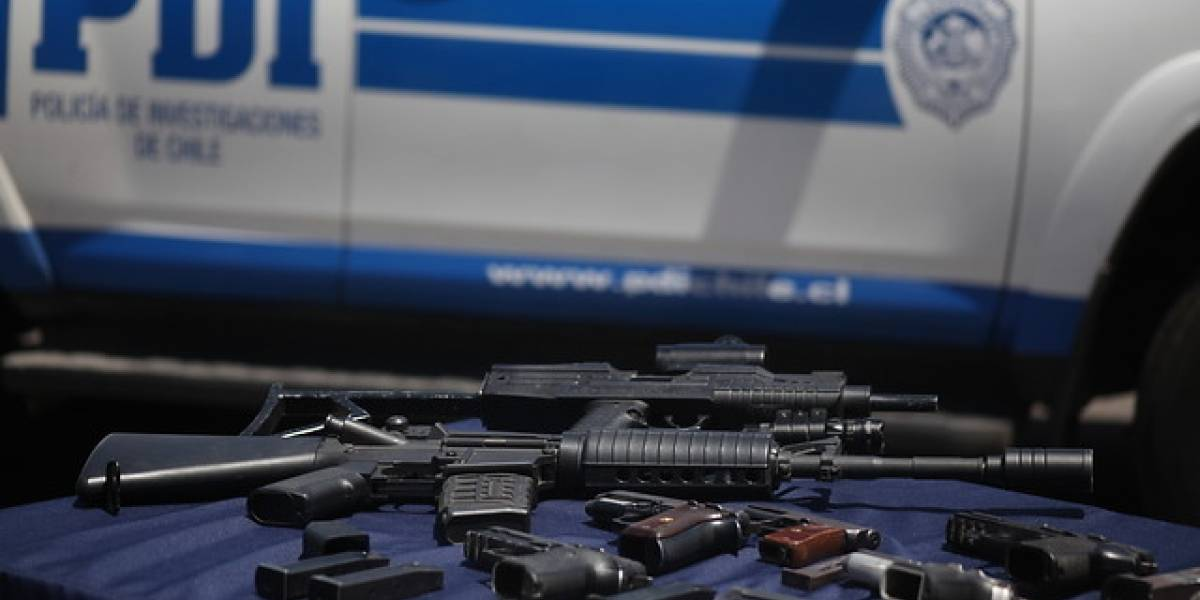 La más grande del año: PDI incautó 50 armas de fuego de alto poder en Pudahuel