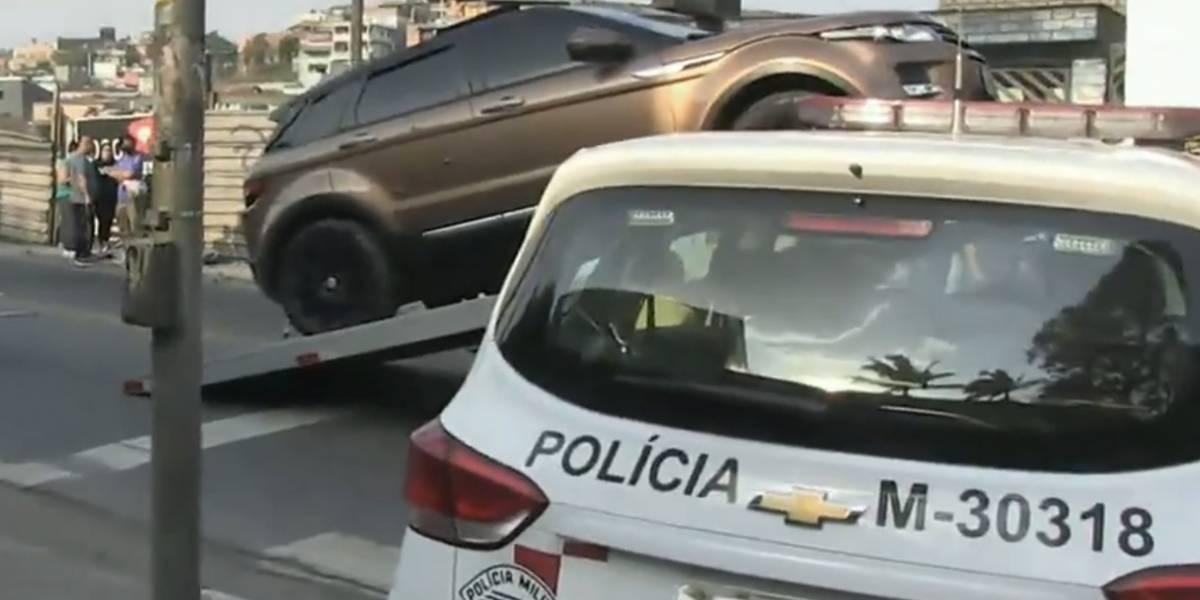 Homem é executado dentro de carro de luxo na Grande São Paulo