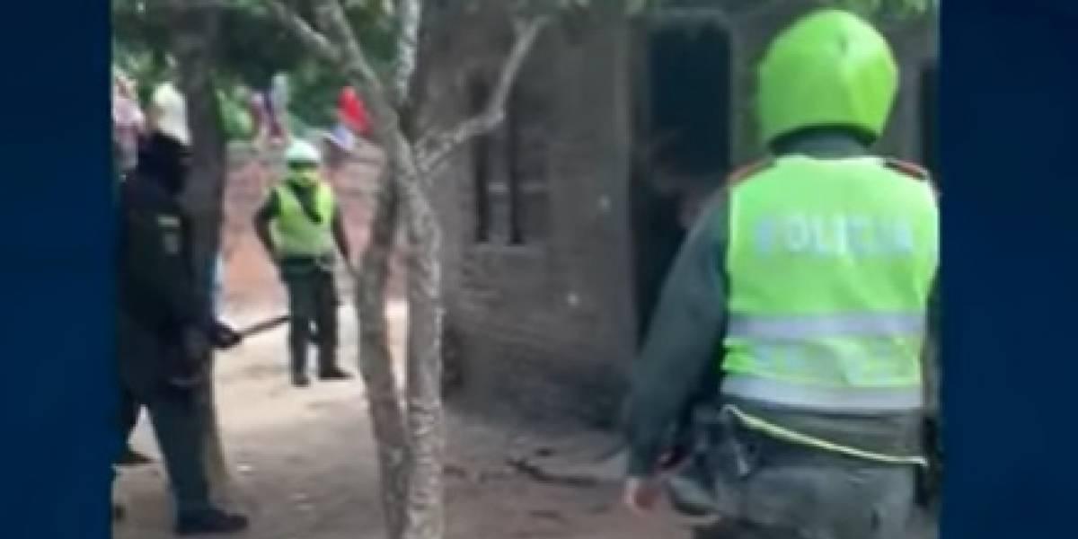 Cliente que peleaba por un vuelto en una tienda dejó a un patrullero y a un comandante heridos