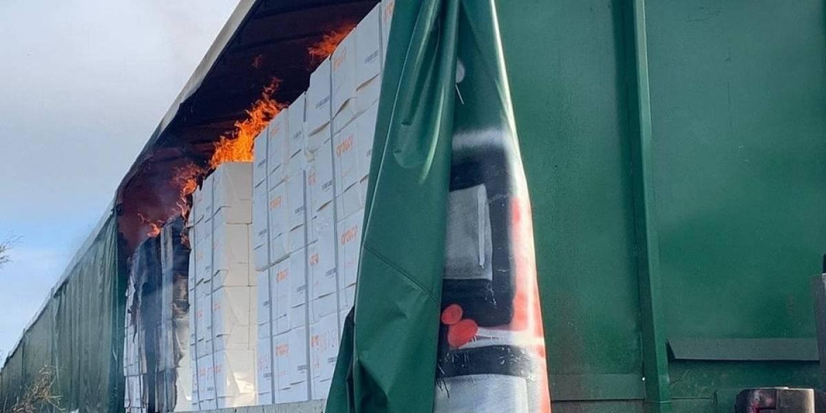 Nuevo ataque en La Araucanía: desconocidos asaltaron y quemaron tren de carga  en Victoria
