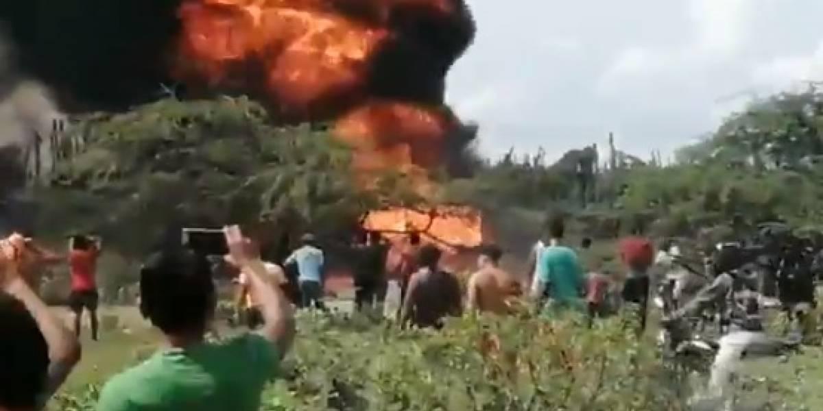 Cuatro quemados dejó explosión de varios camiones de combustible
