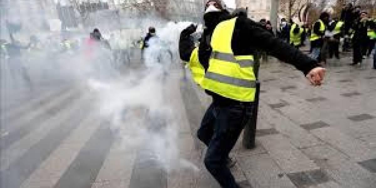 """200 detenidos: pasó la pandemia y volvieron los """"chalecos amarillos"""" en Francia"""