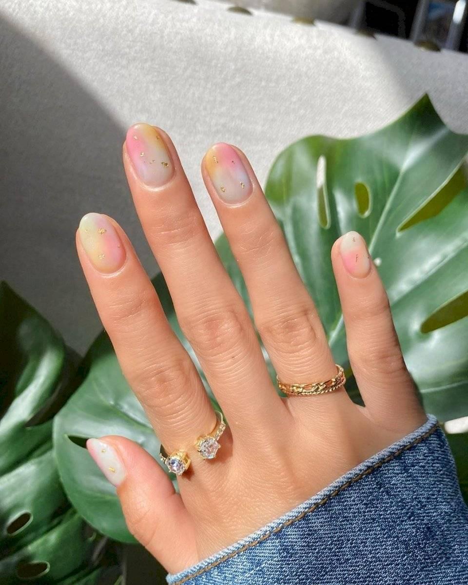 Colores pasteles para uñas cortas