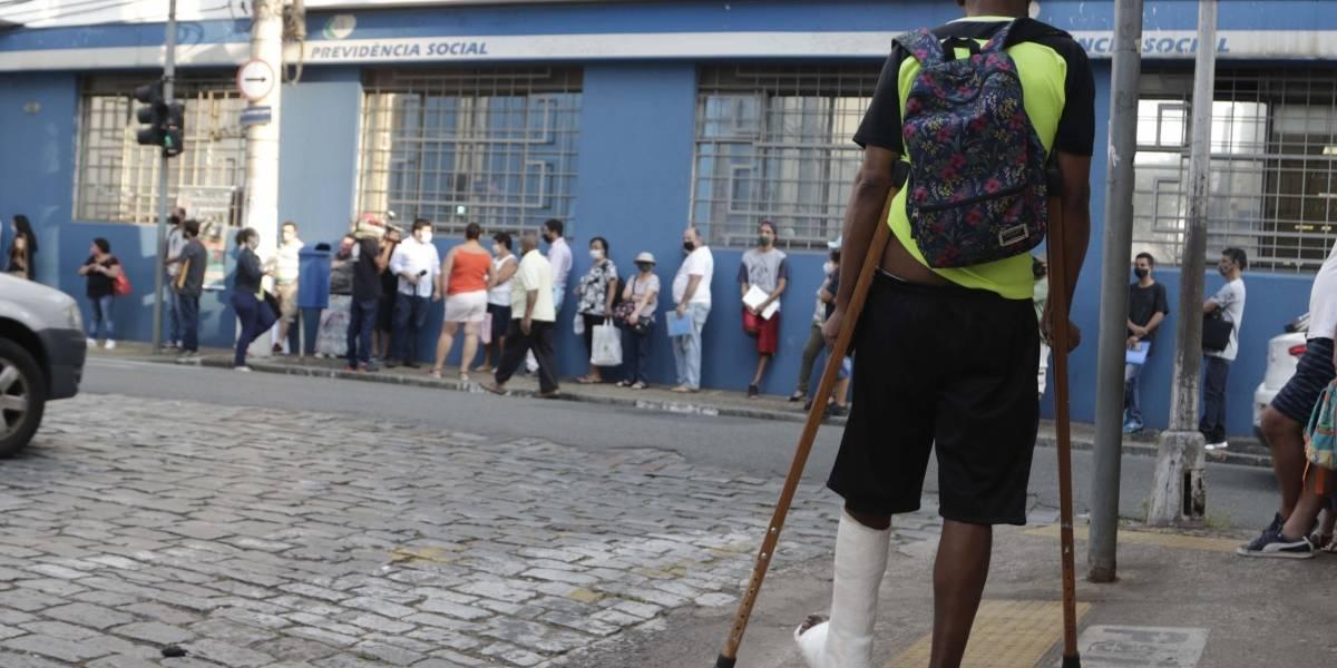 Justiça suspende volta de peritos às agências do INSS