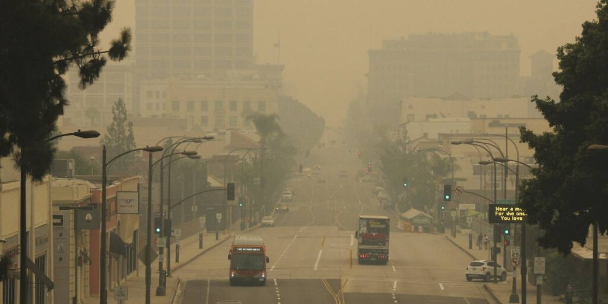 Daño económico de históricos incendios se suma al de pandemia en Estados Unidos