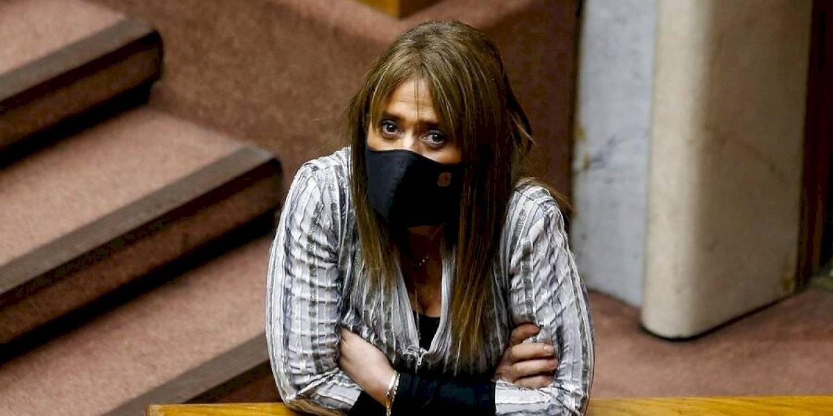 """""""Está debilitando la labor de la policía"""": Van Rysselberghe insiste en su defensa a Carabineros tras cargos de Contraloría"""