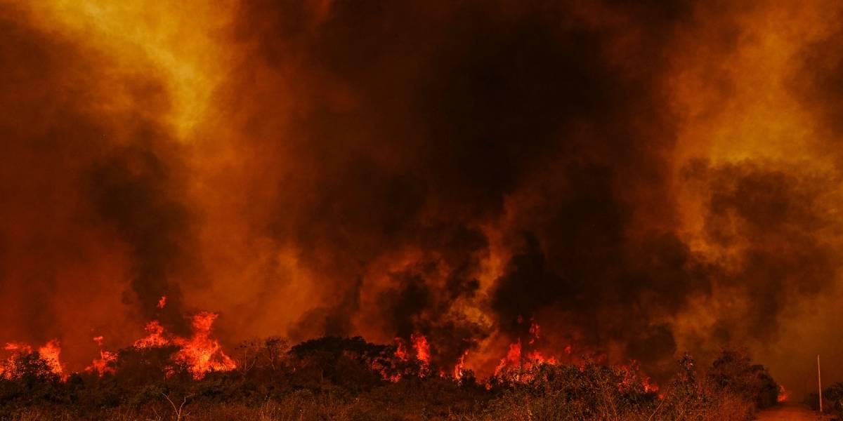 Fumaça de queimadas prejudica pouso de avião de Bolsonaro no Mato Grosso
