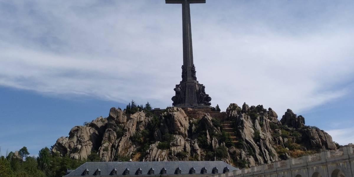 """(AMP.) El Gobierno convertirá el Valle de los Caídos en cementerio civil y los benedictinos saldrán """"automáticamente"""""""