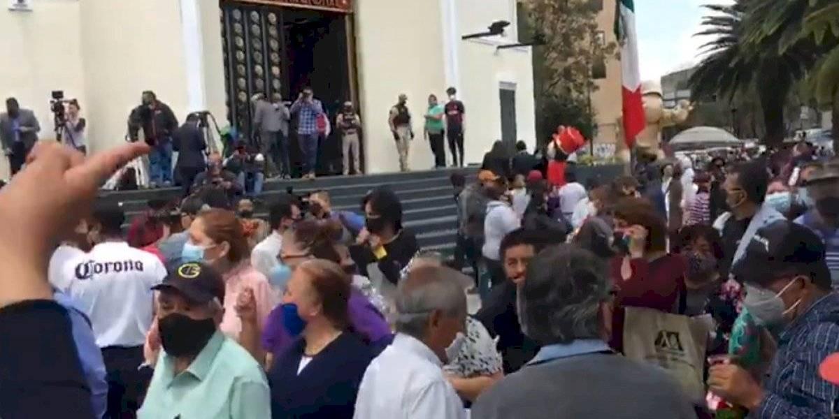 Largas filas de último momento para conseguir 'cachitos' de la rifa del avión presidencial