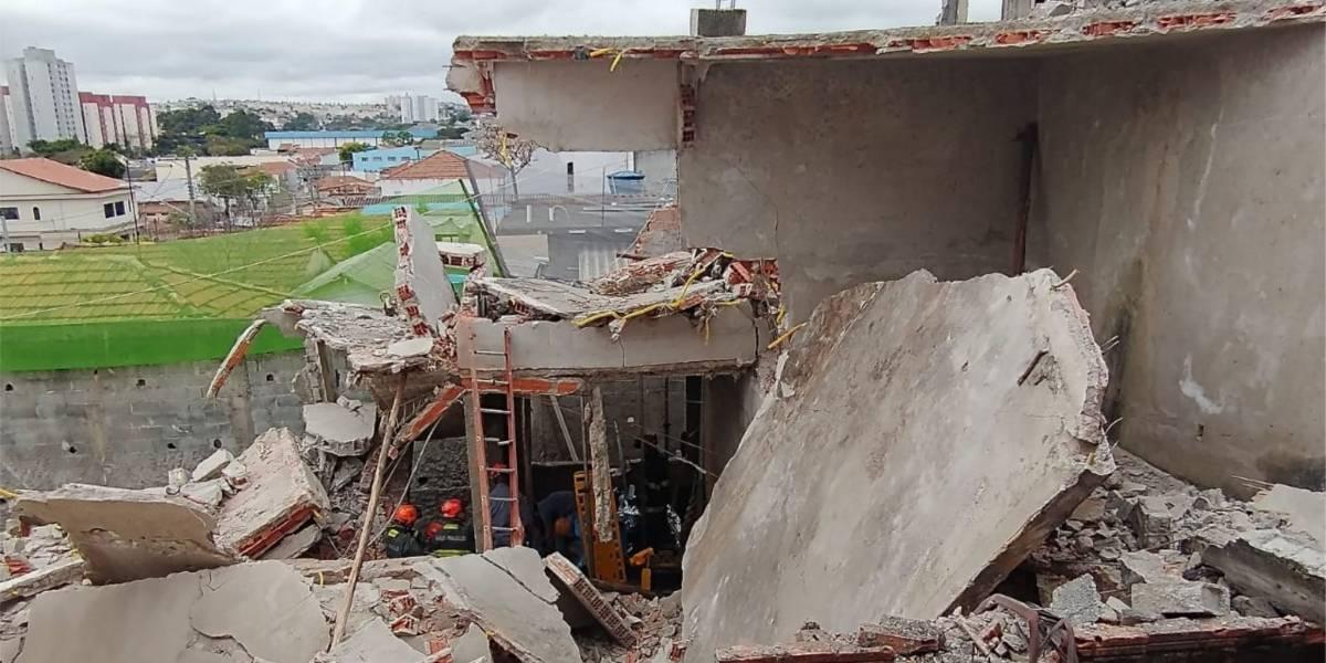 Desabamento de laje deixa três feridos na Vila Matilde