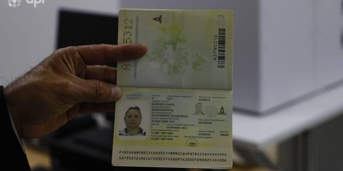 ¿Debo cambiar mi pasaporte actual por el pasaporte biométrico así no caduque?