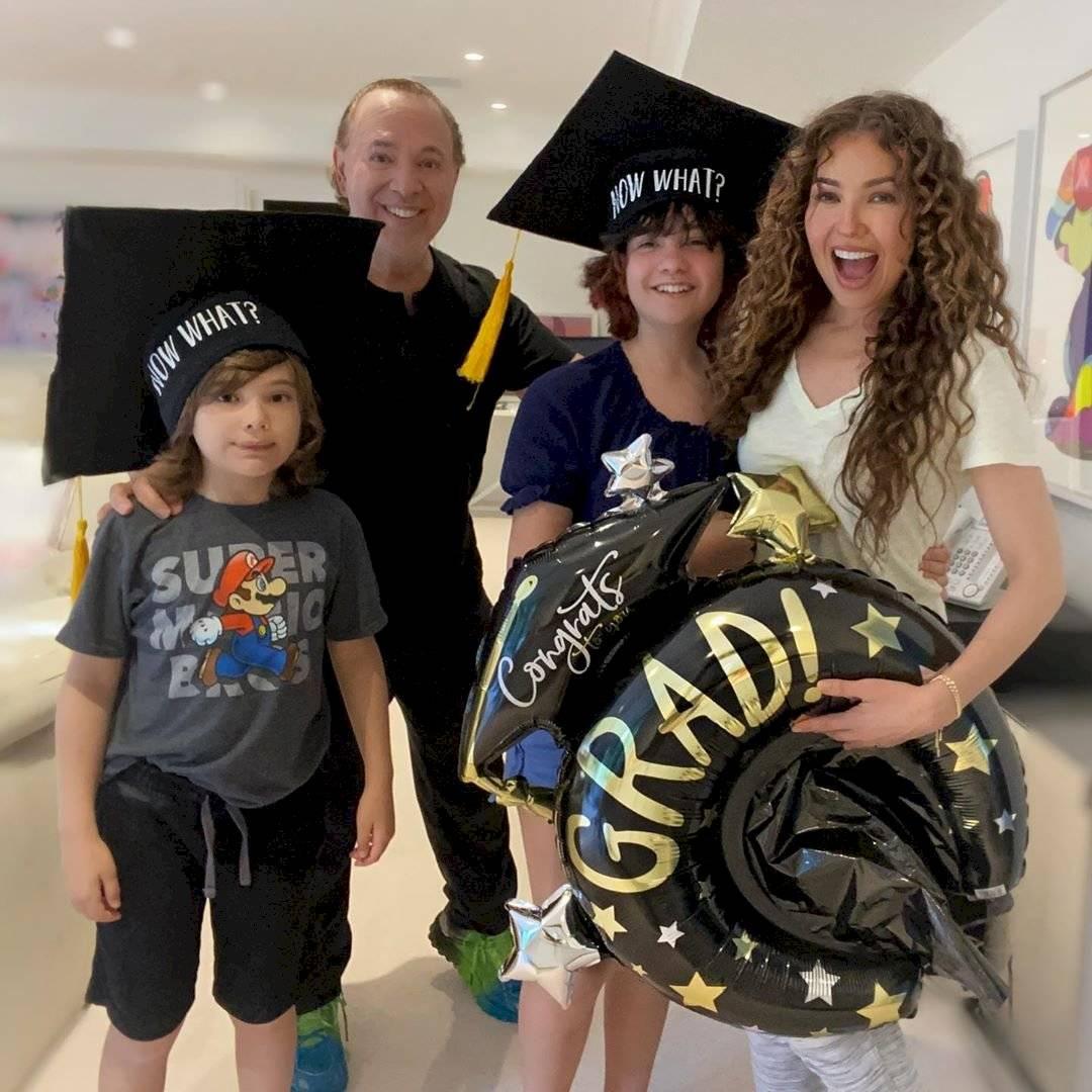 Thalía y Tommy Mottola junto a sus hijos: Sabrina Sakaë y Matthew Alejandro