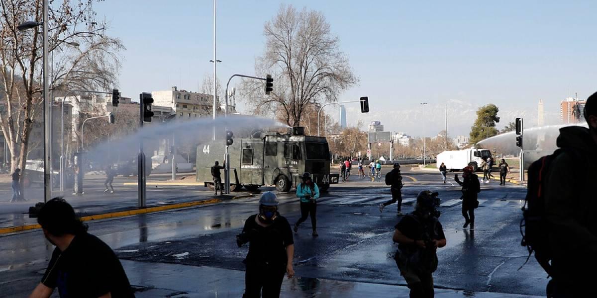 Diálogo, perifoneo y acción: el renovado protocolo de Carabineros para controlar las manifestaciones públicas