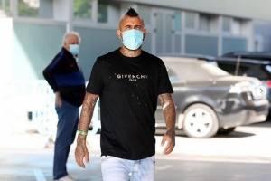 Vidal se entrena en la calle tras despedirse del Barcelona: