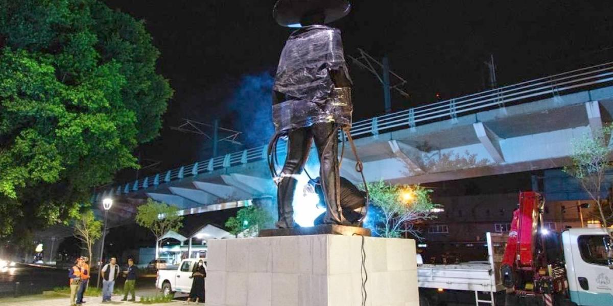 Después de cinco años regresa la tradicional escultura de El Charro de Guadalajara