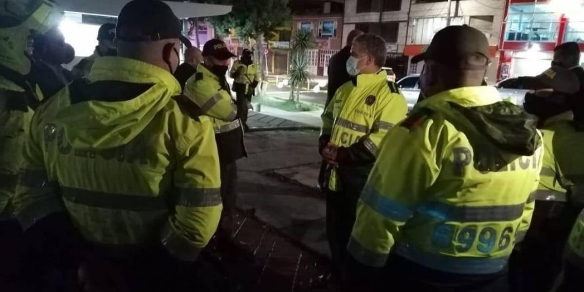 Las críticas a Duque por visitar CAI atacados vestido de policía; le recuerdan la silla vacía