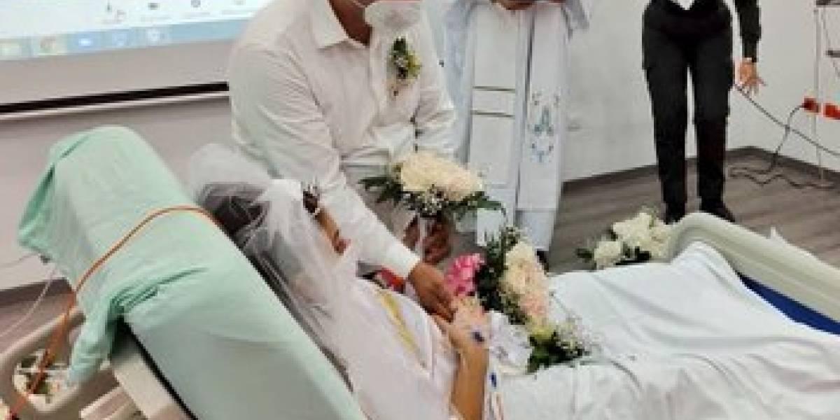 Policía se casó con su novia horas antes de que ella muriera por un cáncer