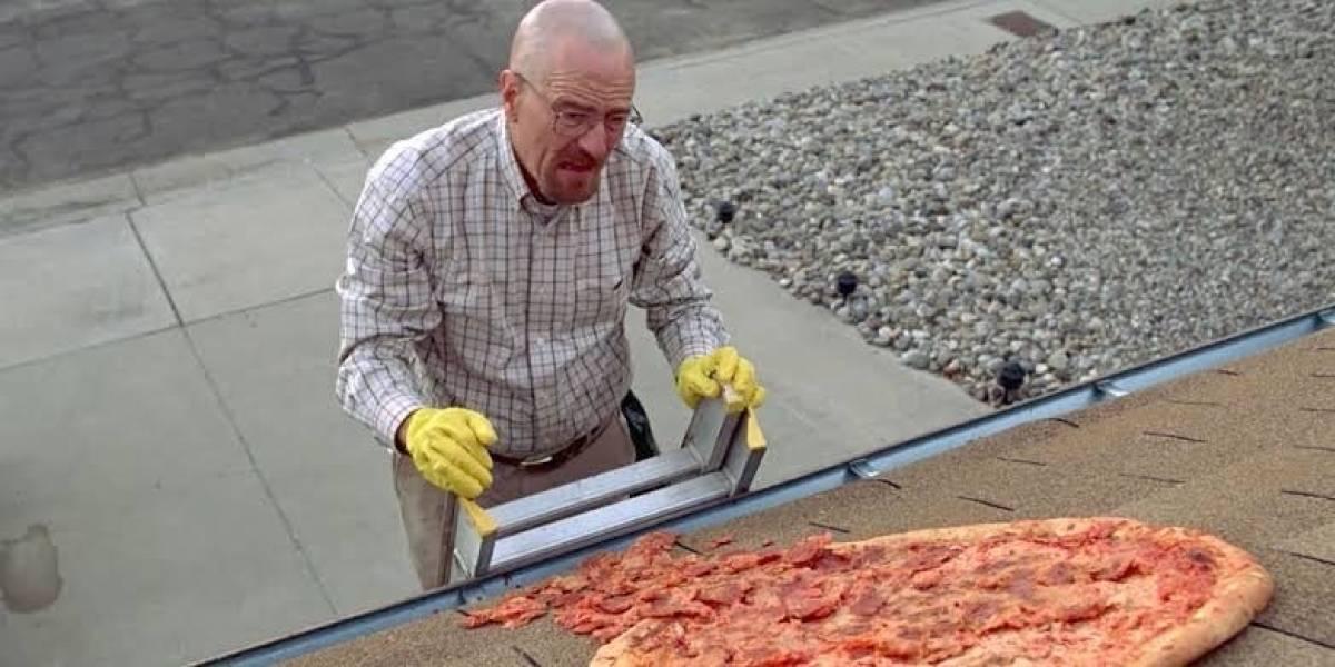Gracias a escena de Breaking Bad, dueños de una casa suplican que dejen de tirarles pizzas en el techo