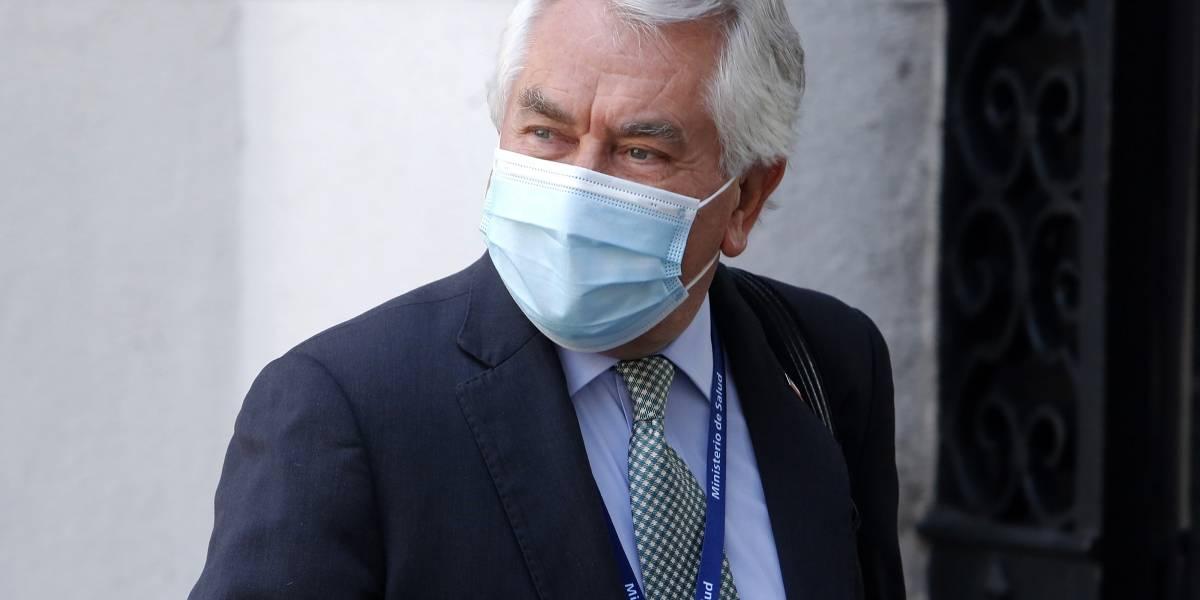 """Ministro de Salud Enrique Paris logra sus mejores cifras y pasa de la """"dictadura sanitaria"""""""