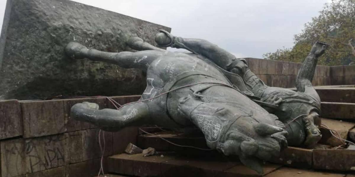 En Popayán buscan a indígenas que tumbaron la estatua para atacarlos