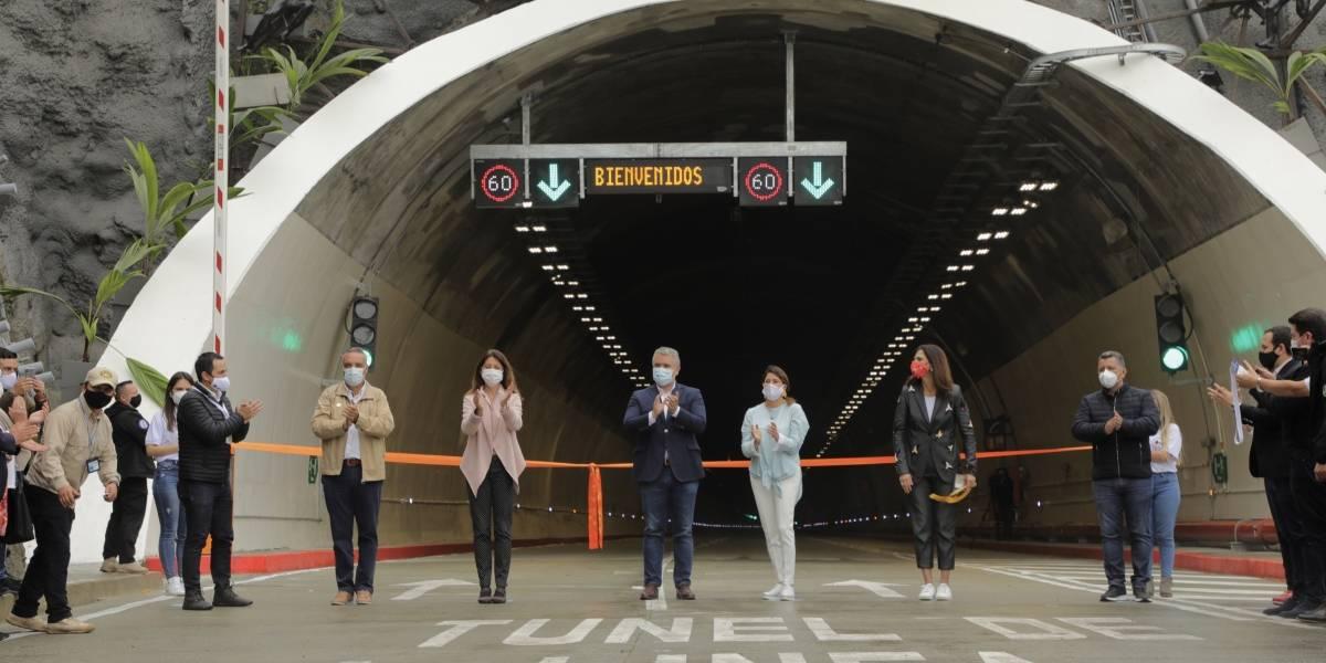 La placa en el Túnel de la Línea que metería en problemas legales a Iván Duque