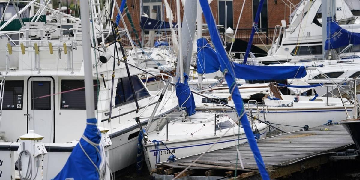 Socorristas rescatan a personas tras el huracán Sally