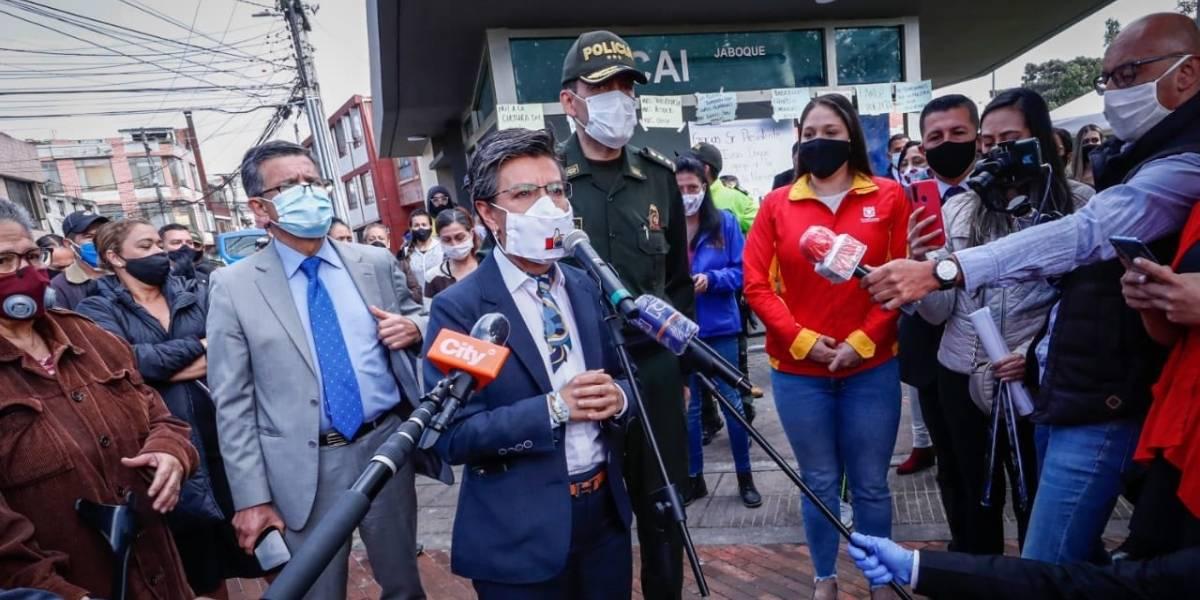 Desde un CAI, Claudia López presentó plan para reforzar seguridad en zonas afectadas por actos vandálicos