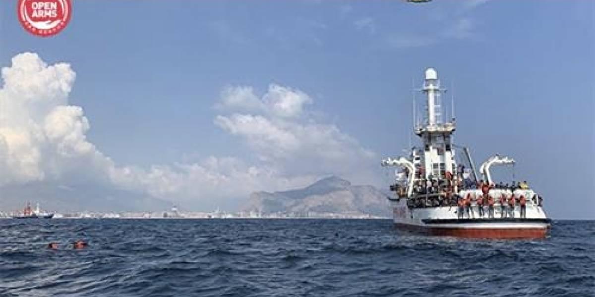 9 días a la deriva: barco con 188 inmigrantes espera permiso para atracar en puerto de Italia