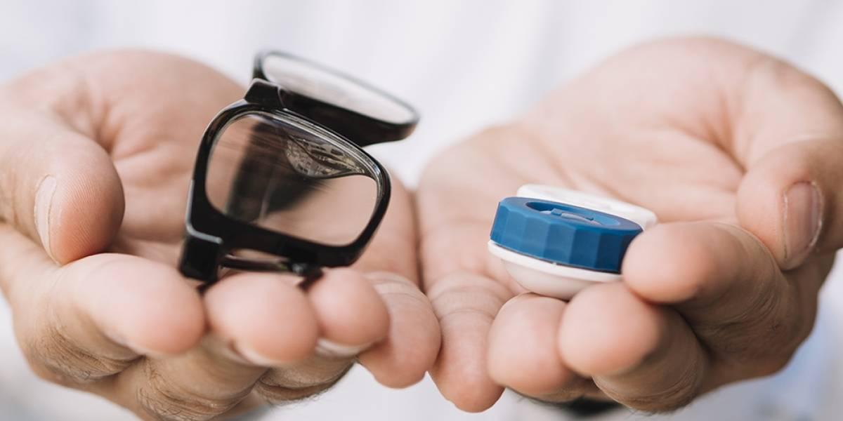 La razón por la que usar lentes reduciría el riesgo de contraer covid