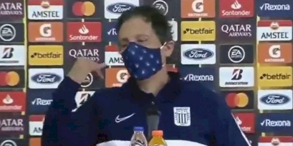 La mala jornada de Mario Salas: pierde de forma increíble en la Libertadores y encara a periodista que le sonó el celular en conferencia