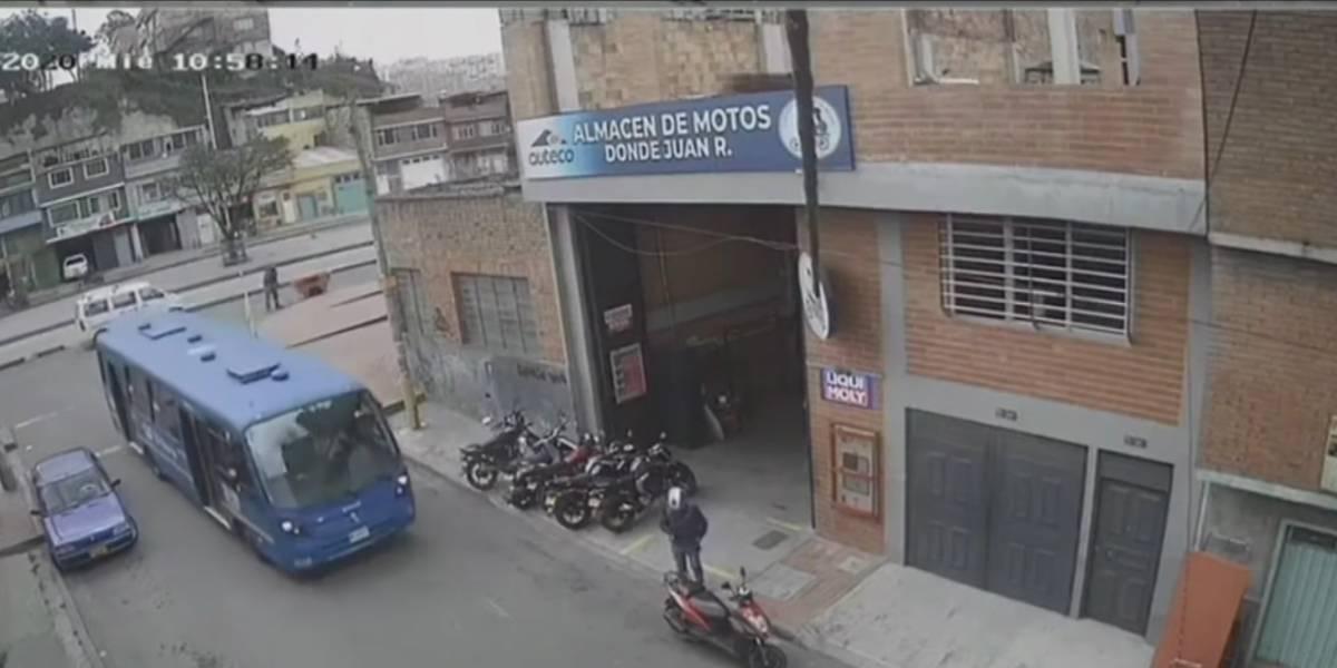 (Video) Bus del SITP atropelló a una anciana y siguió como si nada