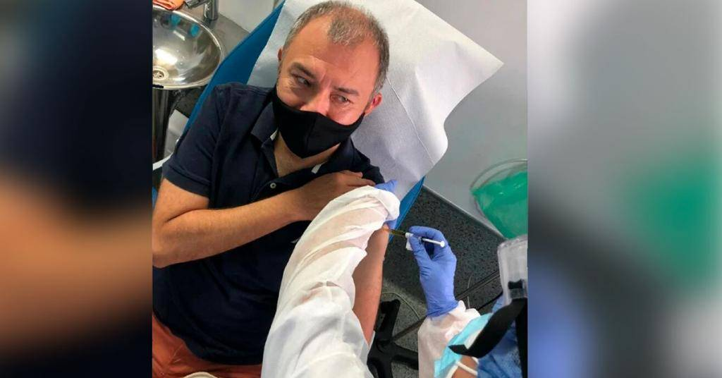 Ernesto Herrera, primer mexicano que se vacuna contra el COVID-19.